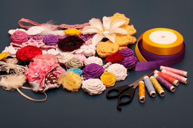 Stirnbänder und stoffblumen