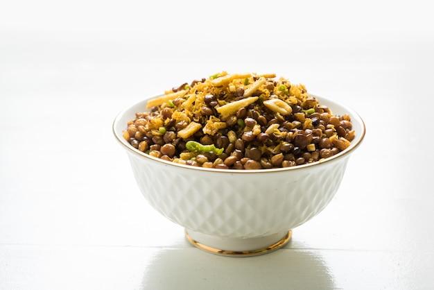 Stock foto von dalmoth namkeen oder masoor dal namkeen ordry snacks oder chivda oder chiwada berühmten nordindischen snack?