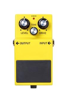 Stomp box e-gitarrensignal über laufwerk gelb effekte fußpedal isoliert auf weiß