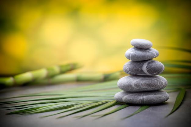 Stones spa-behandlungsszene, zen-ähnliche konzepte.
