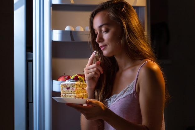 Stoppen sie die diät und nehmen sie aufgrund von kohlenhydratreichen lebensmitteln und ungesunder ernährung zusätzliche pfunde zu