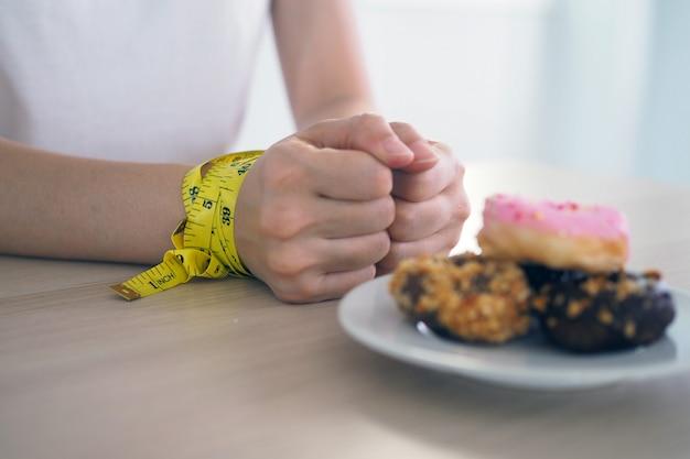 Stoppen sie, nachtisch und fett für gute gesundheit, diätkonzept zu essen
