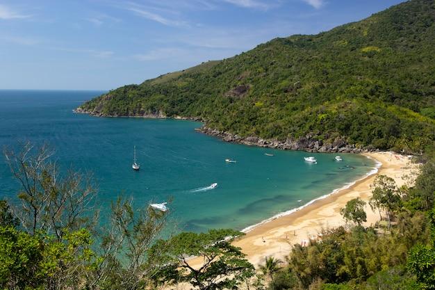 Strand bei ilhabela, brasilien