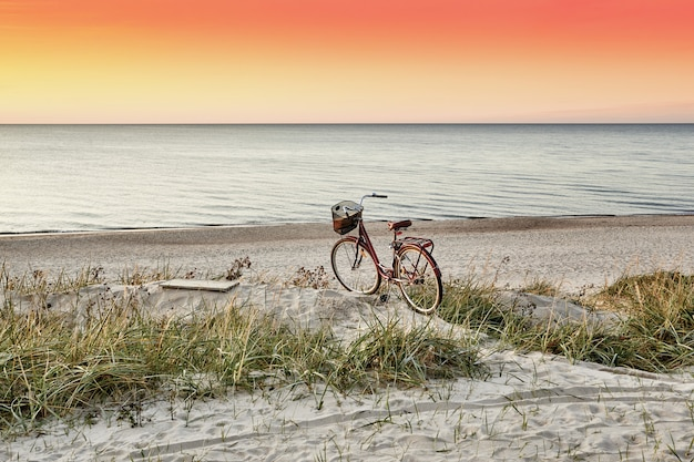 Strand bei sonnenuntergang.