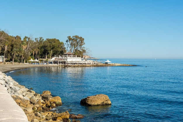 Strand der thermen von carmen, malaga