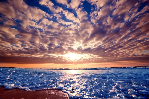 Strand mit verschmieren himmel