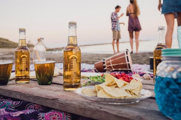 Strand-party-konzept mit holzbrett