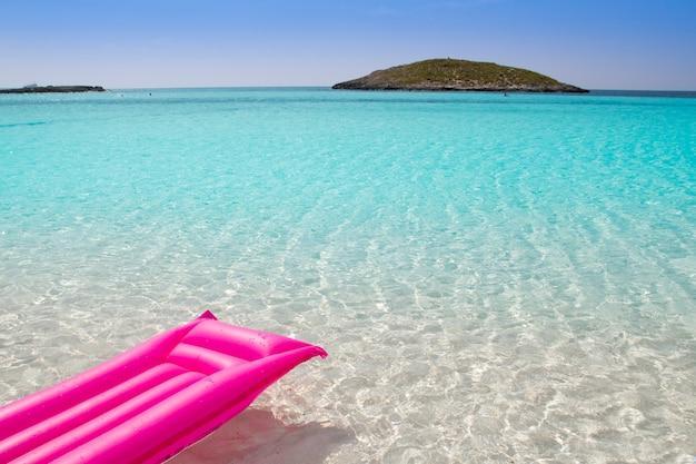 Strand schwimmende lounge rosa tropischen formentera