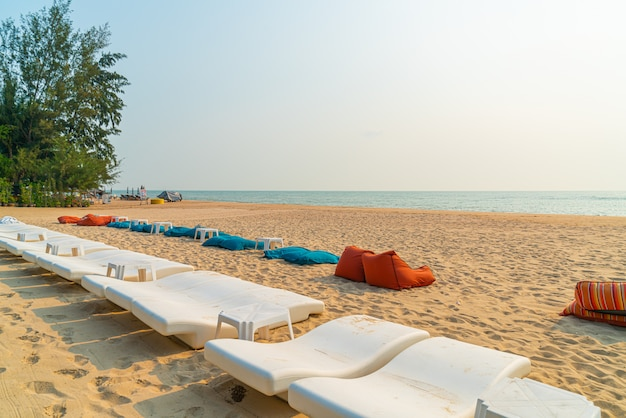 Strand sitzsack mit meer hintergrund