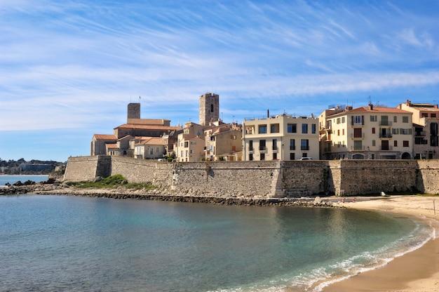 Strand und stadt, antibes, frankreich