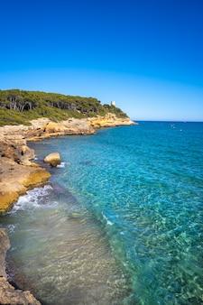Strand von cala de roca plana in tarragona
