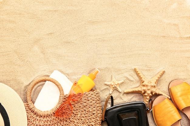 Strandaccessoires auf sand
