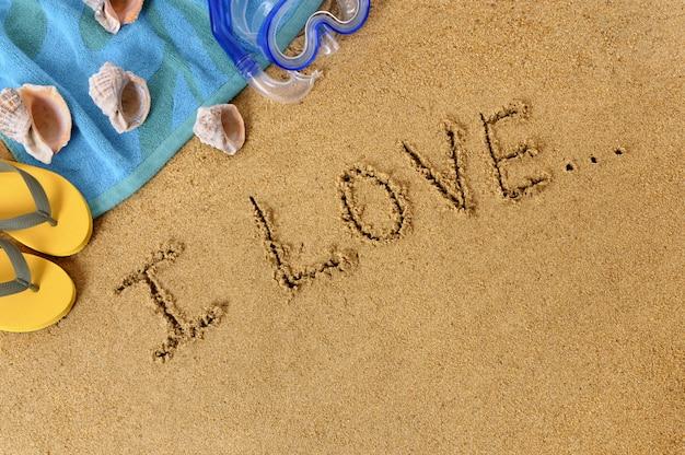 Strandhintergrund mit unfertiger liebesmeldung