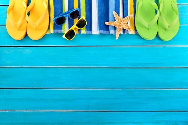 Strandrand sonnenbrille und seesterne