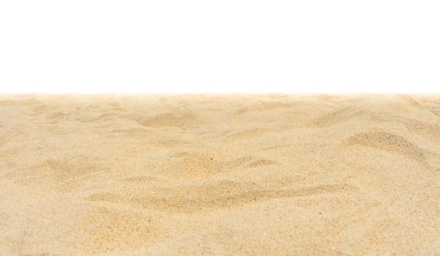Strandsand auf weißem hintergrund