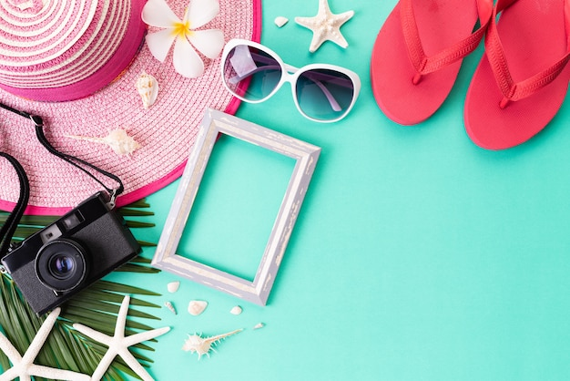 Strandzubehör für sommerferien und ferienkonzept.