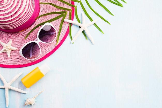 Strandzubehör für sommerferien- und ferienkonzept.