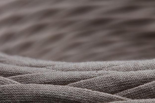 Strang der grauen strickgarnnahaufnahme. makrophotographiehintergrundbeschaffenheitsmusterwebartfaser-textilgewebe