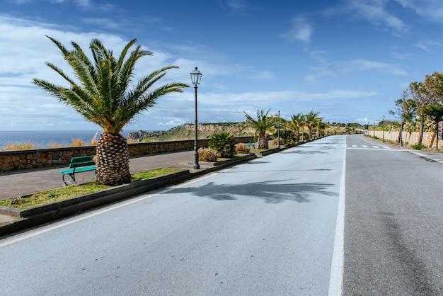 Straße am meer entlang