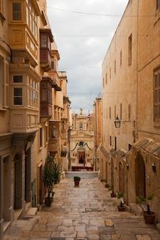 Straße im alten valletta