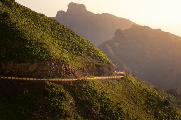 Straße in die berge von süd-teneriffa, kanarische inseln, spanien.