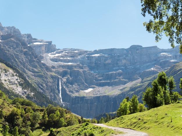 Straße nach cirque de gavarnie, hautes-pyrenees, frankreich