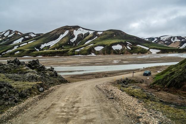 Straße nach landmanalaugar im hochland von island.