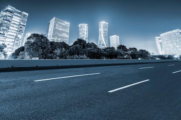 Straßen und architektonische landschaft moderner chinesischer städte