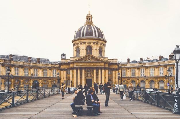 Straßenansicht der pariser stadt im weinlesestil