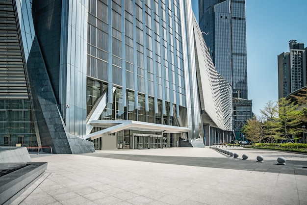 Straßenansicht von städtischen modernen bürogebäuden