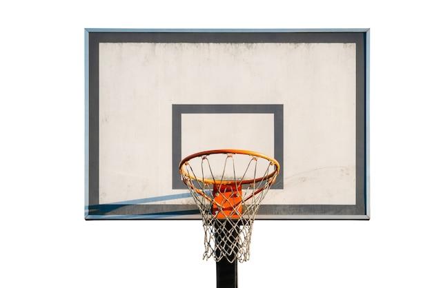 Straßenbasketballkorb lokalisiert auf weißem hintergrund.