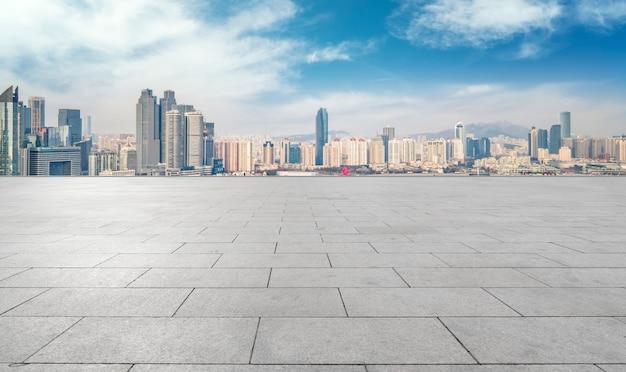 Straßenboden und urbane architekturlandschaft