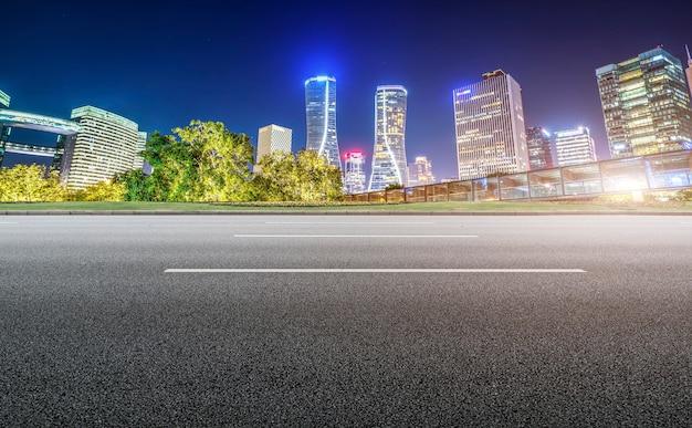 Straßengrund und städtische moderne architekturlandschaft