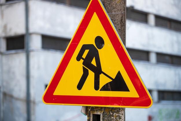 Straßenschild geht bauarbeiten