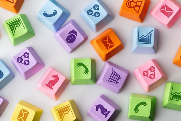 Strategie-konzeptikone des geschäfts, des marketings u. des on-line-einkaufens auf der bunten computertastatur