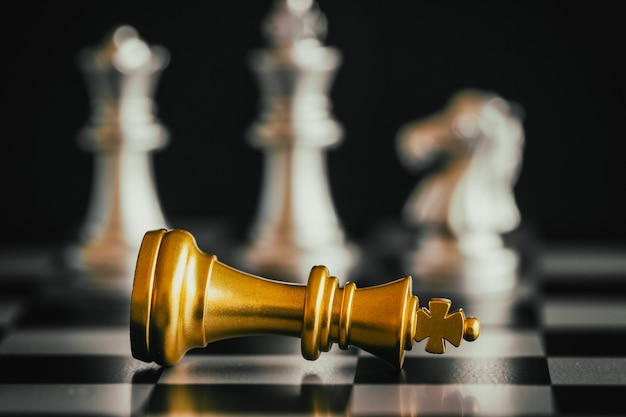 Strategie schach kampf intelligenz herausforderung spiel auf dem schachbrett.