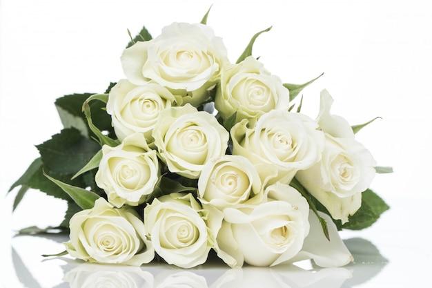 Strauß weißer rosen