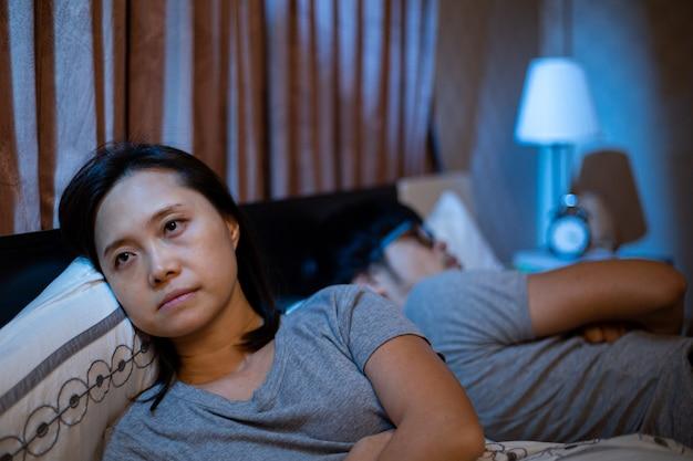 Streit mit freund danach kann nicht über problem diskutieren. depressive lebensfamilie. schlechter beziehungslebensstil im schlafzimmer.