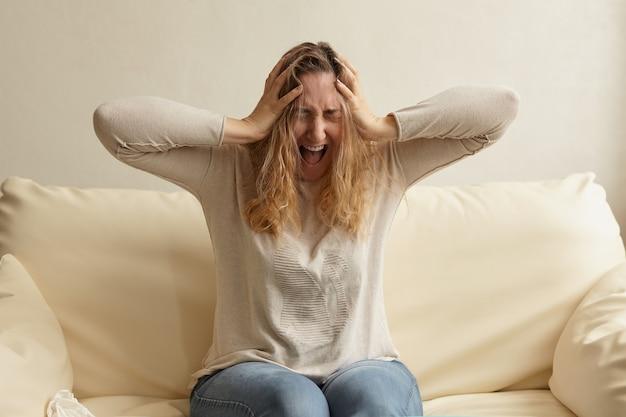 Stressvolle depressive emotionale person mit angst