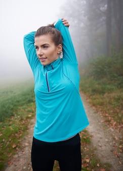 Stretching ist ein obligatorischer bestandteil des trainings