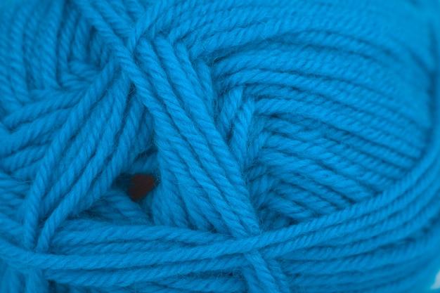 Strickgarn, natürliche wolle. klassische blaue farbe, einfarbig. nahaufnahme, hintergrund