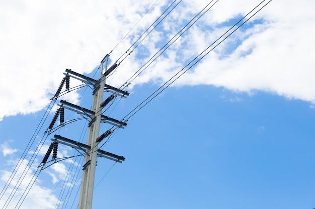 Strommasten mit drähten