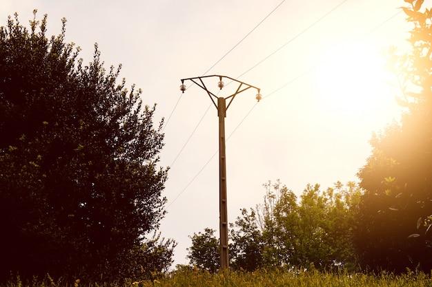 Stromturm im berg in der natur