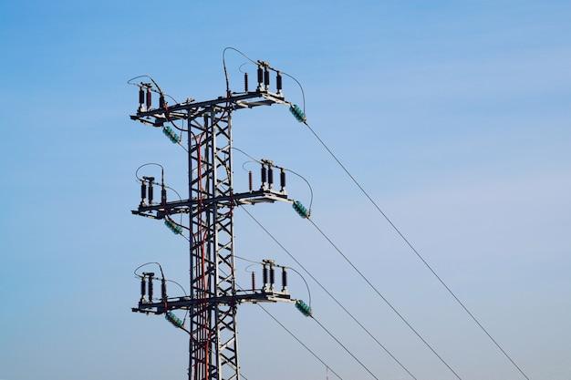Stromturm und himmel