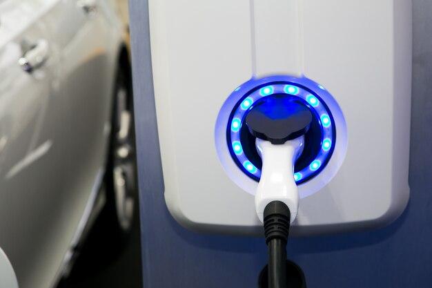 Stromversorgung für das laden von elektroautos. ladestation für elektroautos.