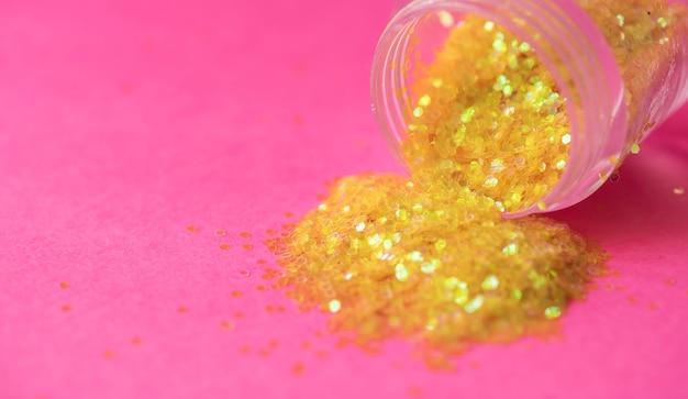 Strukturierte hintergrundzusammenfassung des goldenen funkelns verschüttet