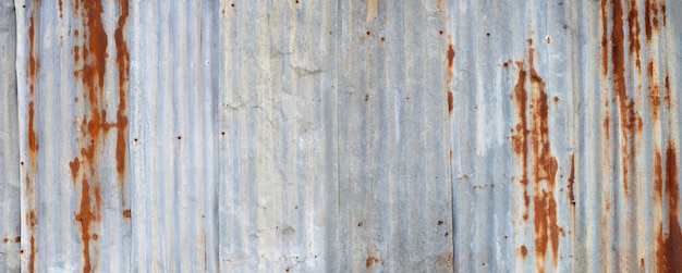 Strukturierter hintergrund des alten rostigen zinkblechs.