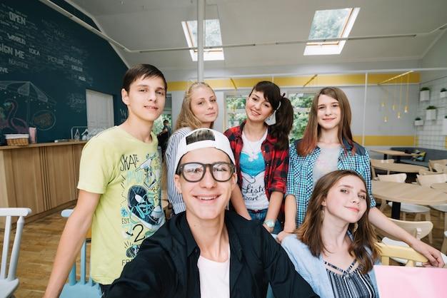 Student foto mit klassenkameraden