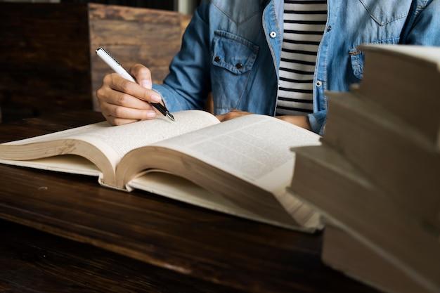 Student literatur studieren informationstisch bibliothek