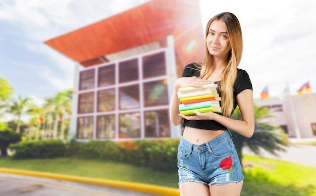 Student mit büchern in händen